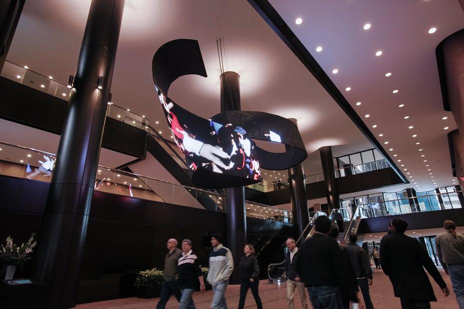 LED видеоинсталляция - гибкий светодиодный экран 3.jpg