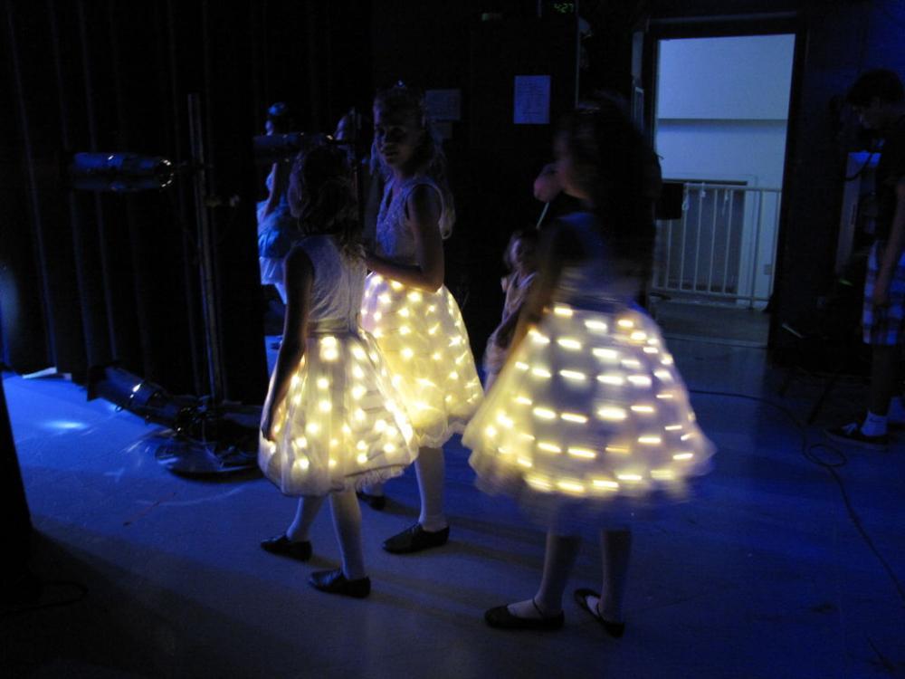 светящиеся платья, светодиодные юбки с подсветкой своими руками 11.jpg