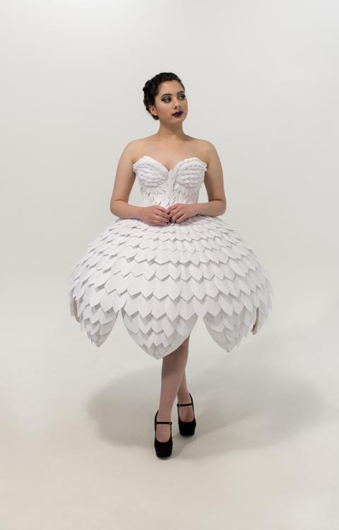 Светящееся платьеEster 05.png