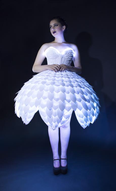 Светящееся платьеEster 06.png