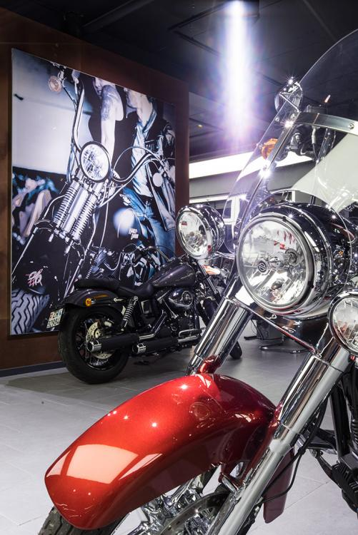 Harley Davidson Shop - beleuchtung für einzelhandel × led beleuchtung ×  shopbeleuchtung led × led beleuchtung für einzelhandel × led beleuchtung einzelhandel × led retail beleuchtung × led-beleuchtung im einzelhandel 11