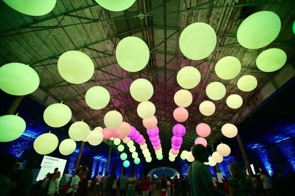 "Light installations ""INTERACTIVE PEOPLE"" - light installations × glowing balloons light × glowing balloons"