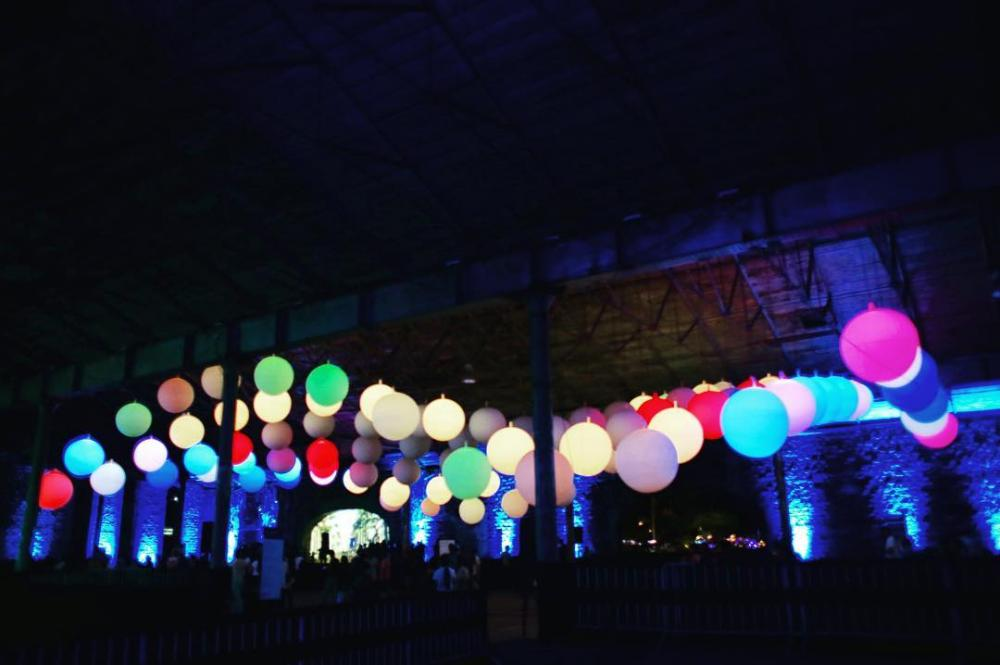 "Light installations ""INTERACTIVE PEOPLE"" - glowing helium balloons × glowing led balloons × led balloons white"