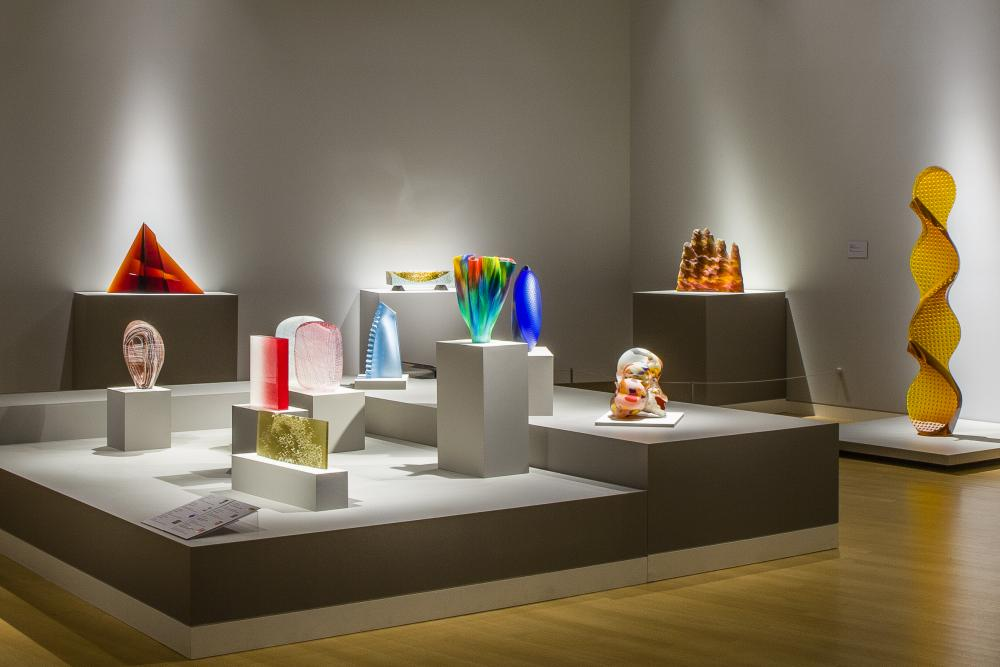 Galleries • Museums LED Lighting Fixtures & Systems - led museum display lighting × led museum case lighting × museum lighting and led technology × art museum led lighting × museum lighting and led