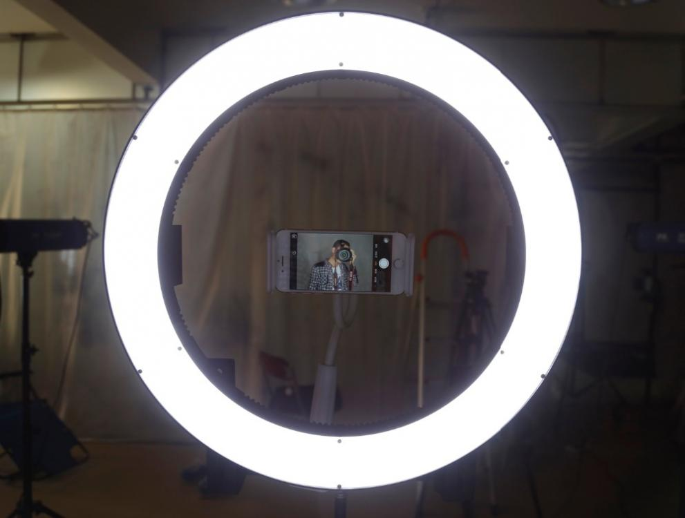 Professionales Ringlampe DVR-160TVC. LED Lamp Selfie - Ring Licht. Beauty Light Ring, Das Schminklicht - selfie flash ×  fotolicht × ring licht aliexpress ×  ring licht video × led ringlicht video ×  ringlicht led × led ringlicht makrofotografie × ringlicht effekt ×  ringlicht test × fotografie ring licht ×  led selfie × mini ringlight ×  beauty light for iphone × ringlicht für video ×  make up light ring