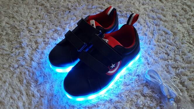 leuchtende Schuhe bestellen, leuchtende Autos schuhe, leuchtende Schuhe Damen, leuchtende Schuhe im dunkeln, Leuchtende Schuhe für jungs, leuchtende Schuhe für Mädchen,