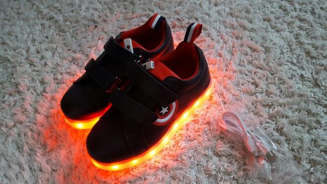 leuchtende Schuhe für Erwachsene, leuchtende Schuhe kaufen, leuchtende Schuhe für Kinder, Leuchtende Schuhe neon, leuchtende Schuhe erwachsene, leuchtende schuhe sohle,
