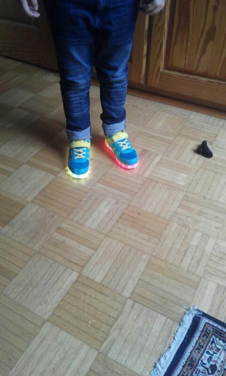 leuchtende Schuhe für Erwachsene, leuchtende Schuhe kaufen, leuchtende Schuhe für Kinder, Leuchtende Schuhe neon,