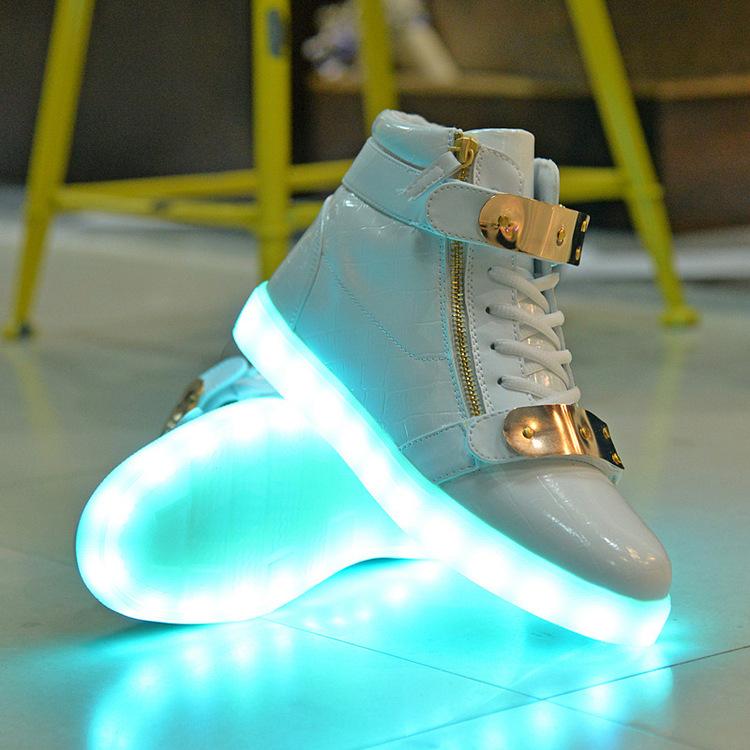 Zapatos con luz. Zapatillas LED - zapatos con luz abajo, zapatos con luz led en guatemala, zapatos con luz led mercadolibre, zapatos con luz barbie, zapatos con luz princesas,