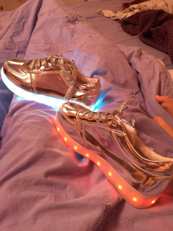 zapatillas led apagadas, zapatillas led bebe, zapatillas led barcelona, zapatillas con luz niña, zapatillas con luz para niños,