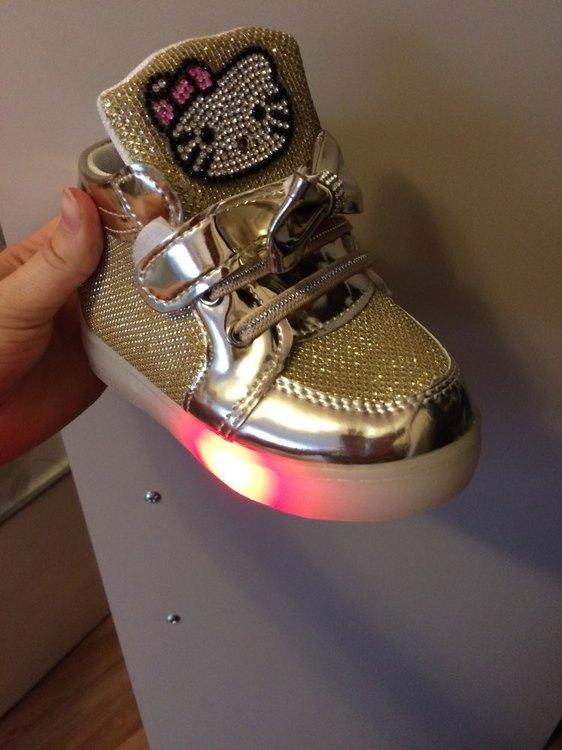 ledowe buty opinie, ledowe buty, ledowe buty damskie, ledowe buty gdzie kupić, adidasy ledowe,