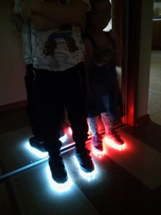 adidasy ledowe Dla Dzieci,ledowe buty dla dzieci, ledowe buty cena, ledowe buty męskie,