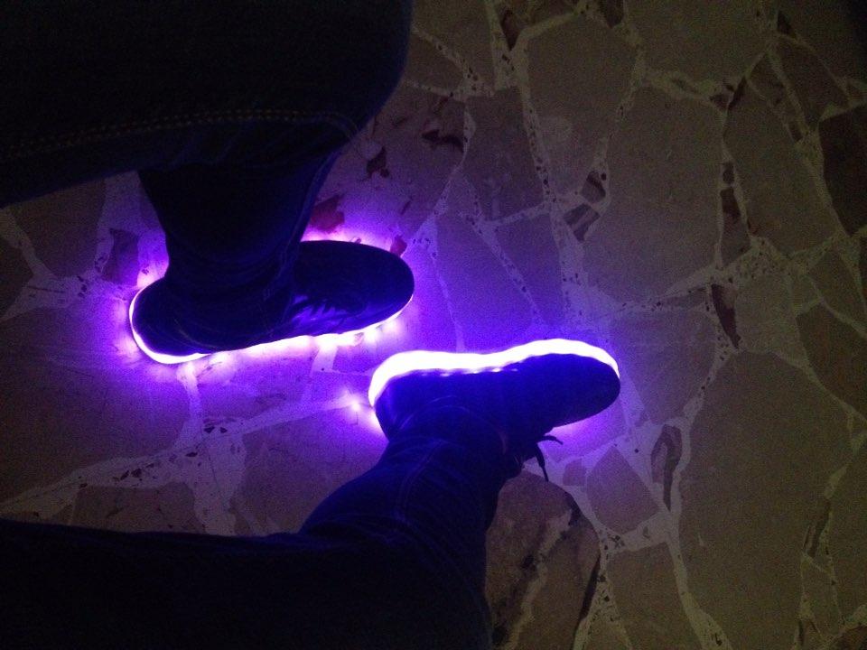 scarpe da ginnastica con lucine, scarpe con luci e rotelle, scarpe con luci per bimba, scarpe con luci, scarpe con luci a led, scarpe con luci adulti,