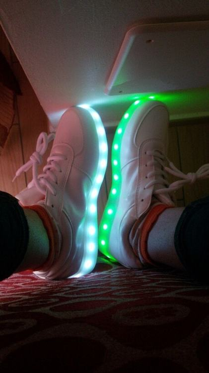 scarpe batman con luci, scarpe ginnastica bimbo con luci, scarpe con luci che cambiano colore, scarpe cars con luci, scarpe disney con luci, scarpe di spiderman con luci,