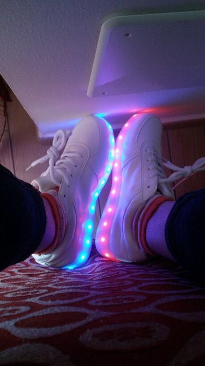 scarpe da bimba con luci, scarpe da ginnastica con luci, scarpe da tennis bambino con luci, scarpe di cars con luci, scarpe con rotelle e luci le scarpe con le luci si possono lavare scarpe con luci fanno male