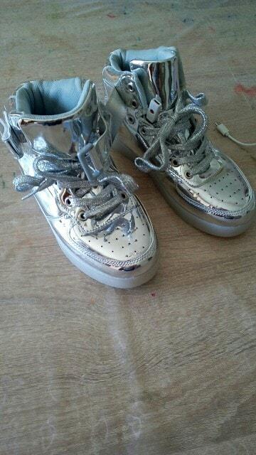 scarpe con luci a led, scarpe con luci adulti, scarpe con luci per adulti, scarpe con luci per bambini, scarpe con luci per bimbo,
