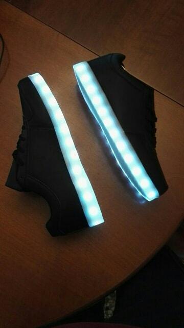 scarpe con luci da bambina, scarpe batman con luci, scarpe ginnastica bimbo con luci, scarpe con luci che cambiano colore, scarpe cars con luci, scarpe disney con luci,
