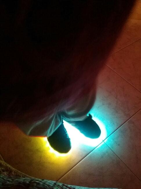 scarpe da ginnastica con luci, scarpe da ginnastica con lucine, scarpe con luci e rotelle, scarpe con luci per bimba, scarpe con luci, scarpe con luci a led,