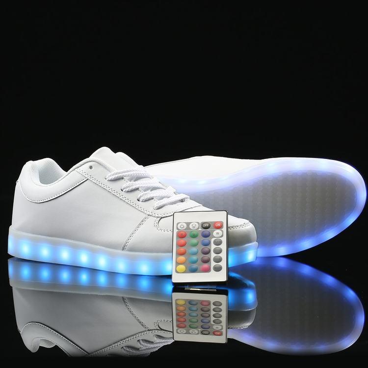 sko med hjul og lys, sko med lys i sålen til voksne, sko til lys kjole, sko med led lys,
