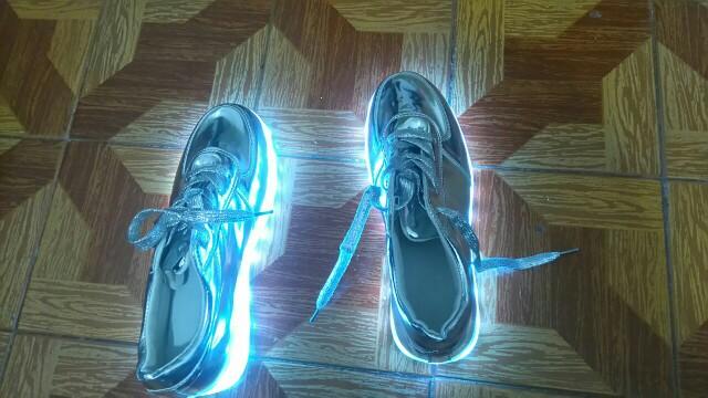 sapatos luz, sapatos das asas de luz, sapatos com luz, sapatos luz da, tenis luz led,