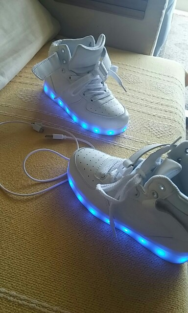 sapatos com luzes, sapatos com luzes led portugal, sapatos com luzes embaixo, sapatos luz do sol,