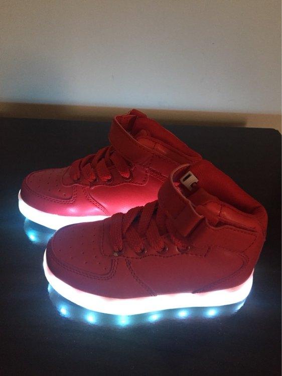 sapatos com luzes, sapatos com luzes led portugal, sapatos com luzes embaixo, sapatos luz do sol, sapatos com luz,