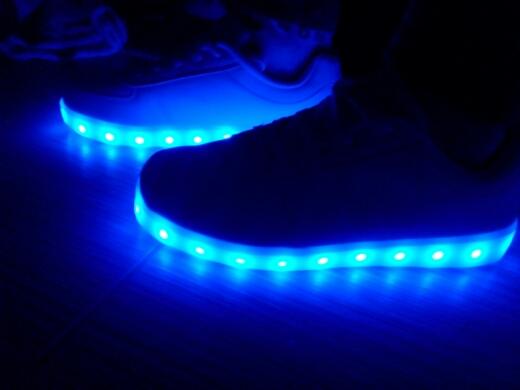 led verlichting sneakers, geleid verlichte sneakers, leidde sneakers nederland, leidde sneakers online,