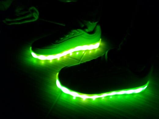 leidde platform sneakers, leidde sneakers prijs, leidde rave sneakers, led sportschoenen simulatie, leidde zool sneakers,