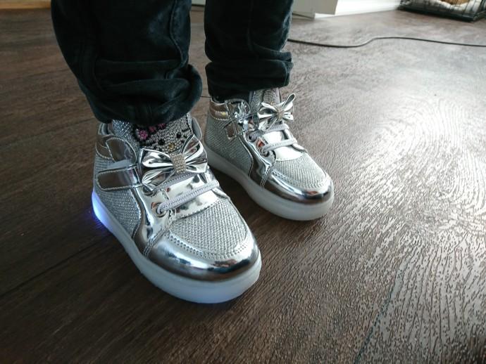 leidde sneakers Kopen, LED verlichting sneakers, led verlichting sneakers, geleid verlichte sneakers,