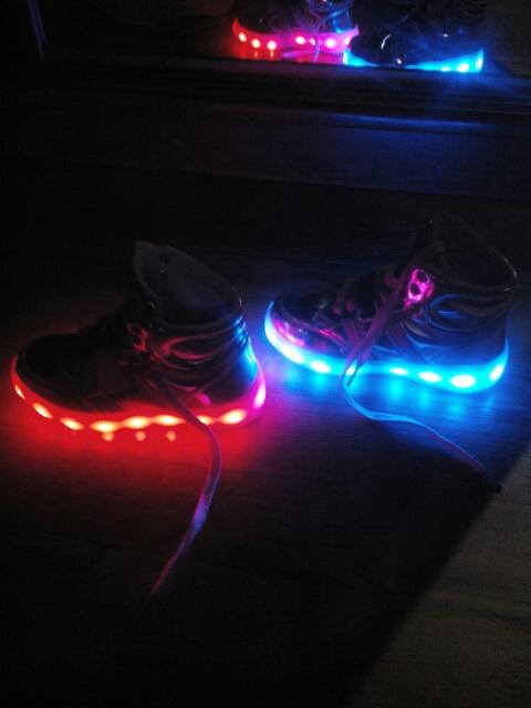 svítící boty praha, svítící boty pro kluky, boty se svítící podrážkou, svítící boty 30, svítící boty 32,