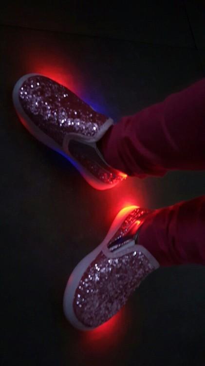 svítící boty pánské, svítící boty cena, svítící boty dámské, svítící boty levně,