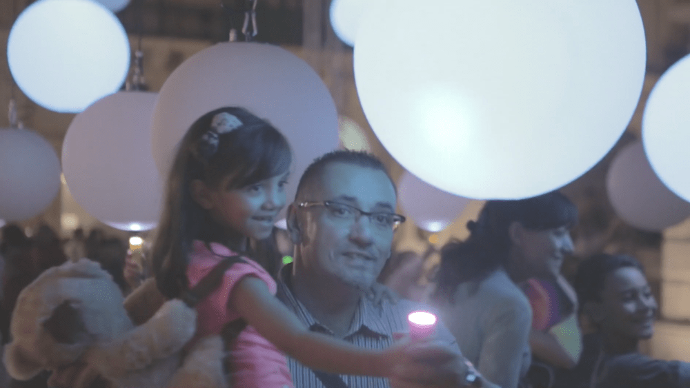 Balloon Lights - LED Glow Balloons > 'Light Pushes Stuff'